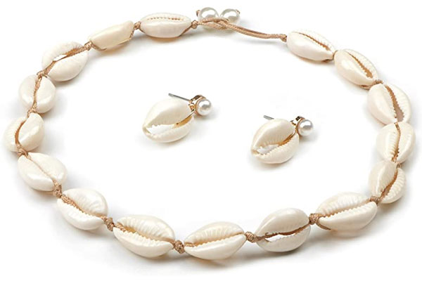 Monochromatic-Cowrie-Necklace-with-Earrings