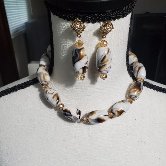 Monochromatic Cowrie Necklace with Earrings